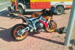 Motocyklista pri Dreažovciach nehodu neprežil.