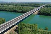 Lužný most s dĺžkou vyše 3 kilometre je šiestym bratislavským mostom.