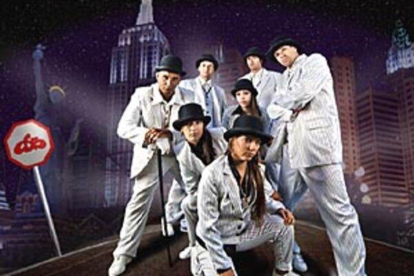 Tanečná skupina Old School Brothers vo svojom divadelnom predstavení.