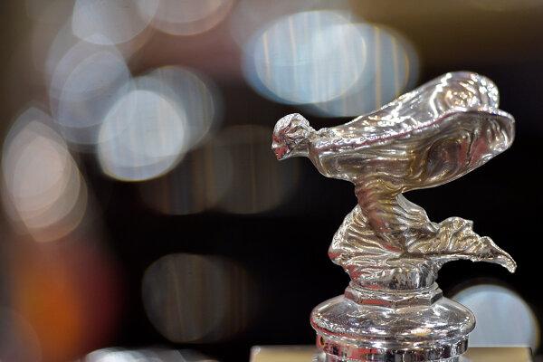 Emily, legendárna soška na chladiči automobilu nemenej legendárnej klasickej automobilovej značky Rolls Royce.