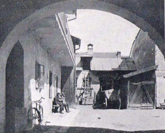 Dvor starej hasičskej a záchrannej stanice na Kováčskej ulici.