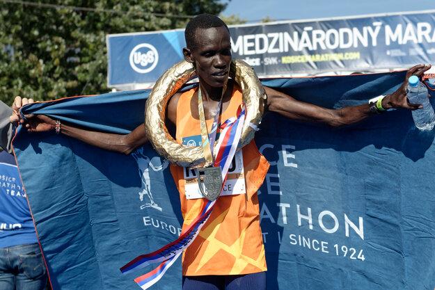 Bežec Reuben Kiprop Kerio (Keňa) v cieli 98. ročníka Medzinárodného maratónu mieru v Košiciach.