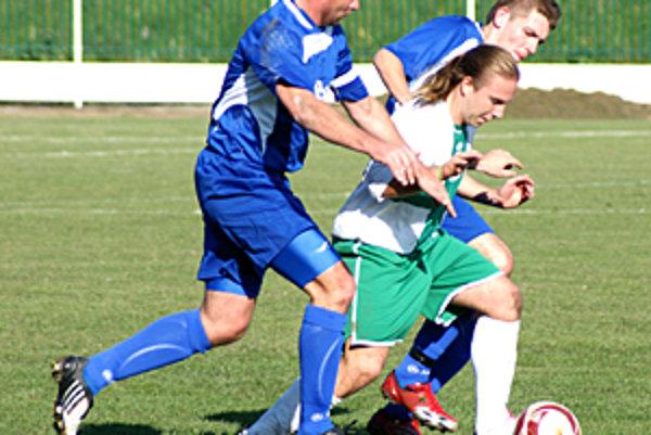 Veľký Meder porazil Hurbanovo 3:2, v zelenobielom drese Dávid Nagy.