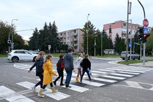 V Bánovciach nad Bebravou uviedli do prevádzky historicky prvé semafory v okrese.