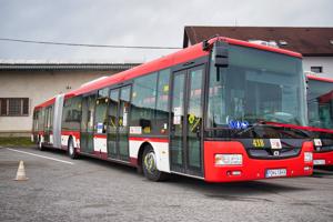 V prvej várke dorazilo šesť autobusov, dohromady ich bude 15.