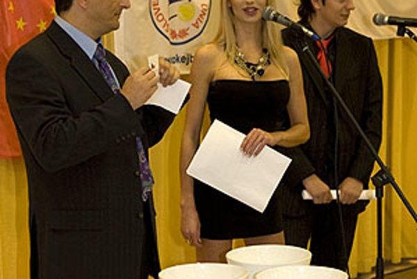 Ozdobou večera bola playmate Eva Cifrová.