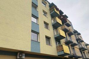 Robert Kaliňák vlastnil v ružinovskej bytovke viacero bytov.