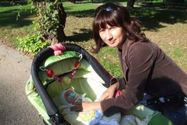 Adriana Sedláková s dcérou Adrikou. Práve dnes má dievčatko dva mesiace.