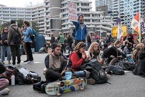 Na blokádach ciest sa podľa Extinction Rebellion zúčastňuje 700 ľudí.