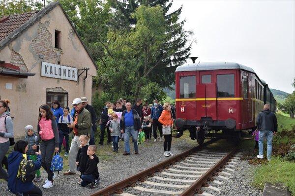 Historický vlak v stanici Kalonda. Ak by sa plánovaný projekt podarilo zrealizovať vznikna by nová cezhraničná atrakcia.