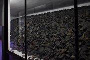 Po oslobodení tábora sa na jeho území našlo 110-tisíc topánok.