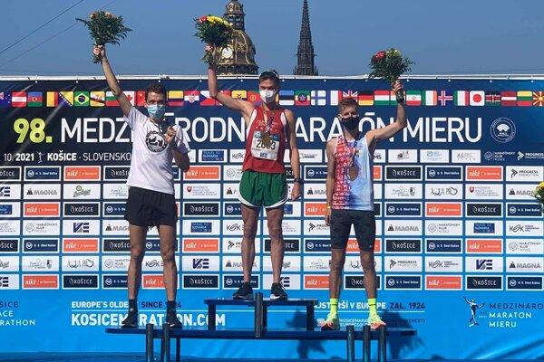 Martin Rusina (vľavo) skončil v polmaratóne strieborný.