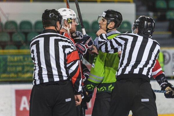 Považskobystrickí hokejisti favorizovaným Žilinčanom v play off nič nedarovali.