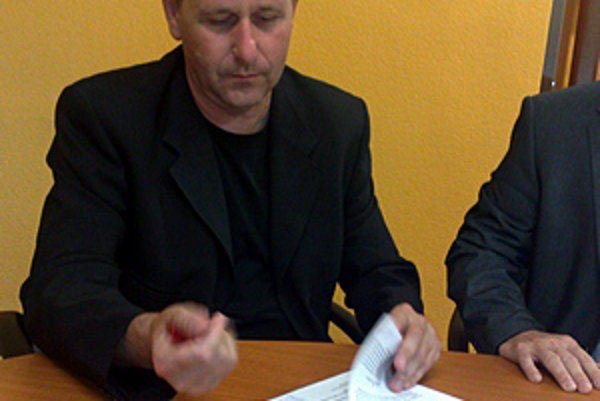 Roman Cerulík pred rokom podpísal zmluvu ako generálny sponzor hokejistov Nitry. Pred novou sezónou ešte nie je známa výška a forma jeho podpory.