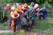 Záchranári pátrajú po nezvestných.