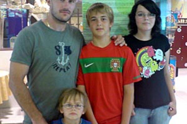 Ivan Čiernik so synmi Alexom, Sammym a sesternicou Kristínkou.