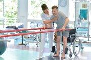 Pre hostí, ktorým pobyt hradí zdravotná poisťovňa, prebiehajú liečebné pobyty v kúpeľoch bez väčších obmedzení.