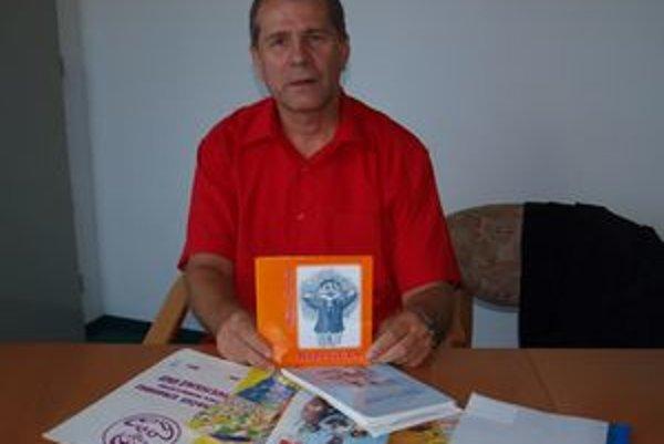 Po prvej knižke Rozcvička plánuje Milan Hodál vydať aj zbierku aktuálnych básní.