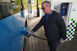 Kvapalinu AdBlue potrebuje až 90 percent autobusov SAD Prievidza.