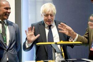 Premiér Boris Johnson počas návštevy v londýnskeho prírodovedného múzea, kde sa konal summit o nových technológiách.