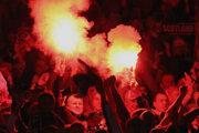 Bezpečnostné opatrenia na štadiónoch sa zvyšujú priamo úmerne s vynaliezavosťou fanúšikov, respektíve futbalových chuligánov.