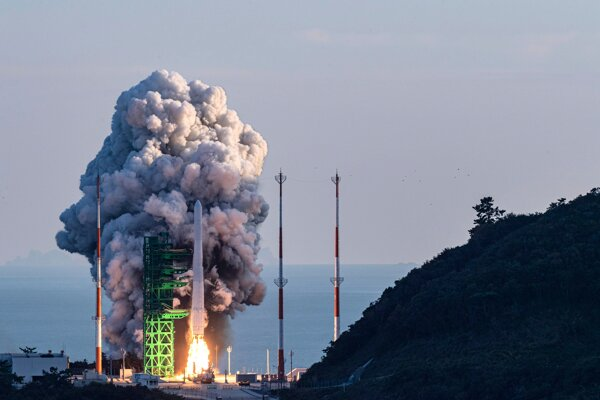 Južná Kórea vypustila prvú vlastnú vesmírnu raketu
