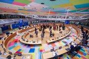 Lídri Európskej únie počas rokovania za okrúhlym stolom na summite EÚ.