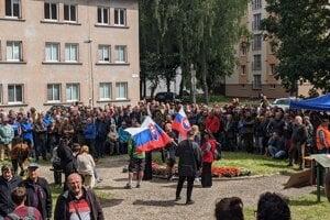 Protestov proti reforme národných parkov sa zúčastňujú extrémisti, poľovníci, lesníci aj nespokojní občania.