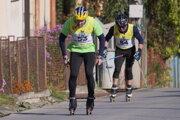 V popredí jeden z hlavných organizátorov Milan Ninaj si trať vyskúšal aj v pretekovom tempe.