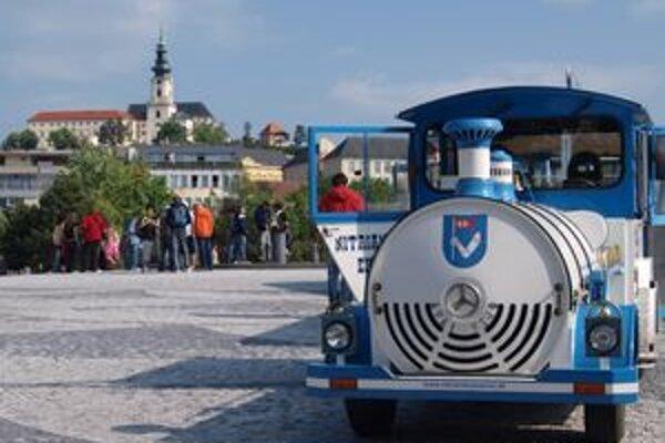 Najnavštevovanejšou pamiatkou mesta je suverénne Nitriansky hrad.