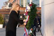 Prezidentka Čaputová počas kladenia venca k pamätníku Milana Rastislava Štefánika na spomienkovej slávnosti pri príležitosti 103. výročia vzniku Československej republiky v Bratislave 28. októbra 2021.