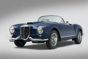 Lancia Aurelia B24S (1955)Vozidlo najviac charakterizovalo panoramatické predné sklo a rozdelený chrómovaný nárazník. V rokoch 1954 a 1955 sa ho vyrobilo 240 exemplárov. Aurelia B24S disponovala motorom s objemom 2451 ccm a vážila 1070 kg.