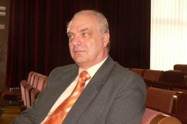 Riaditeľa Organizácie sociálnych služieb v Šali Ľubora Gálla sa dotklo, že bol obídený pri hodnotení nocľahárne.