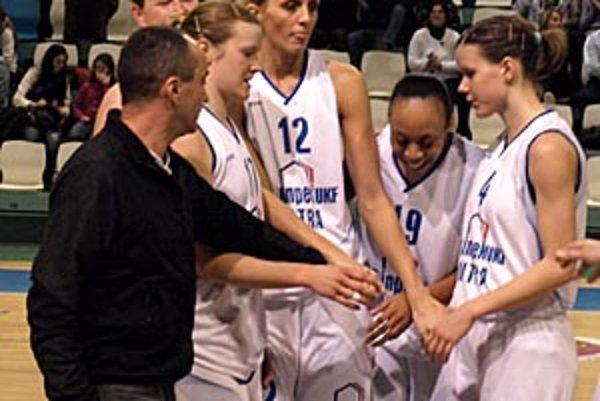 Basketbalistky Nitry sa v nedeľu tešili z víťazstva v úvodnom štvrťfinálovom dueli.