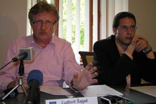 Povereného riaditeľa Petra Privalinca (vpravo) strieda Ľudovít Šajgal.