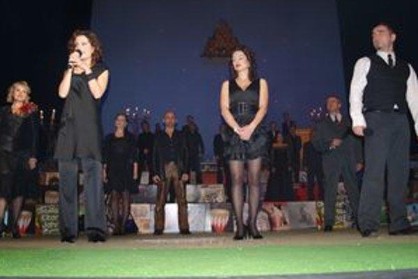 V galaprograme vystúpili súčasní aj bývalí herci divadla.