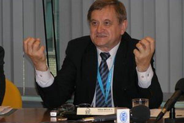 Milan Belica (na snímke) je pre krajského šéfa HZDS Jána Kovarčíka zradcom, lebo z hnutia vystúpil. Belicu preto HZDS ako jediná strana z takzvanej slovenskej koalície vo voľbách nepodporí.
