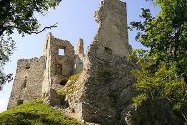Ruiny hradu Hrušov ožijú túto nedeľu atmosférou stredoveku.
