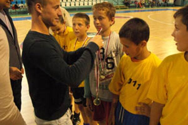 Víťazom piateho ročníka sa stala ZŠ Škultétyho. Deti dekoroval aj futbalový reprezentant Miroslav Stoch.