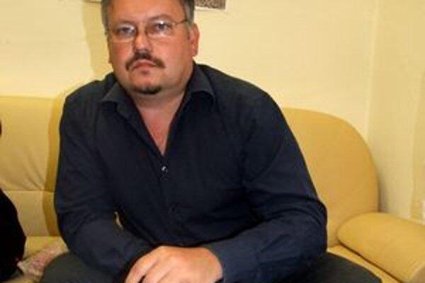 Hlavný kontrolór Anton Zaťko upozornil na problém s telefónnymi účtami už v roku 2007. Keďže doteraz neprišlo k náprave, dal podnet na prokuratúru.