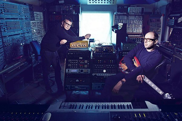 Tom Rowlands a Ed Simoms, známi ako The Chemical Brothers uvažovali nad kreatívnym dôchodkom, ale verili, že majú v sebe ešte jeden dobrý album.