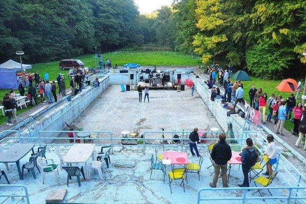 Festival Slepačí úlet sa na chátrajúcom kúpalisku odohrá tretí raz.