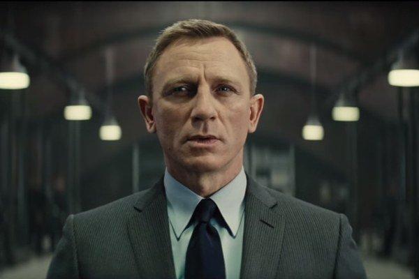 Daniel Craig ako James Bond.