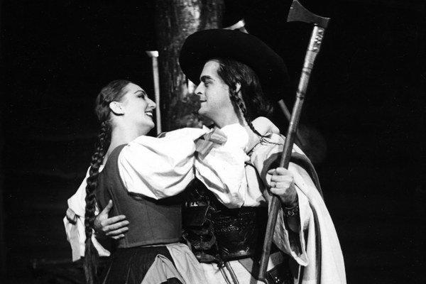 Mária Kišonová-Hubová a Gustáv Papp v opere Jána Cikkera Juro Jánošík z roku 1954.