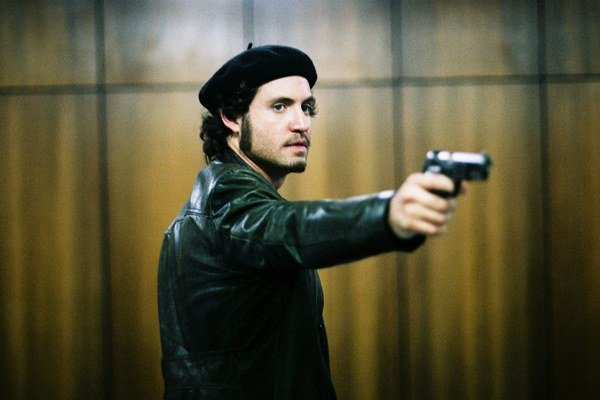 Herec Edgar Ramírez dostal vo filme  Oliviera Assayasa Carlos veľkú úlohu.