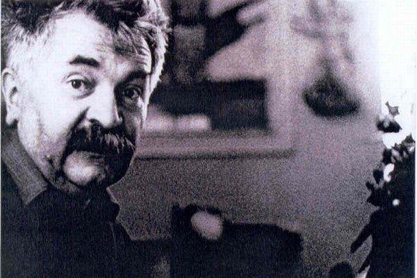 Vincent Hložník (1919 – 1997), maliar, grafik, ilustrátor, študoval na Umeleckopriemyselnej škole v Prahe (prof. Kysela, Novák). V roku 1943 sa usadil v Žiline, o rok neskôr v rodnom Svederníku pri Žiline. Bol členom pražského spolku Mánes (1945 – 1949) a