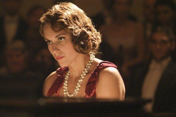 Vo filme, ktorý trvá hodinu a pol, nie sú žiadne dialógy.  V jednej z hlavných úloh je Judit Bárdos.