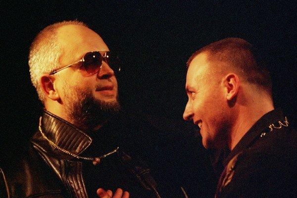Viliam Klimáček a Peter Batthyany v komédii English Is Easy, Csaba Is Dead, z ktorej sa neskôr vyvinul známy sitkom TV Joj Mafstory.