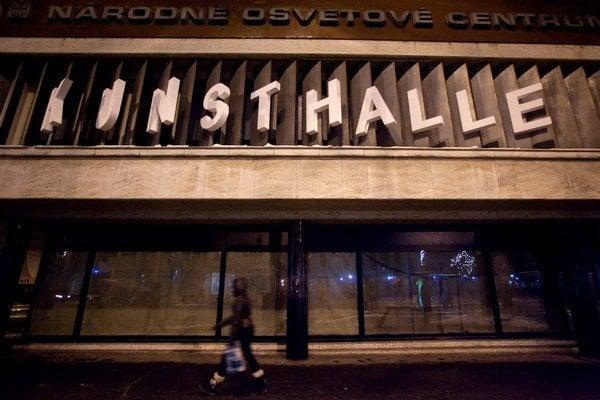 Bratislavská Kunsthalle  vznikla 1. januára 2014 ako súčasť Slovenského centra vizuálnych umení, ktoré funguje v rámci Národného osvetového centra.