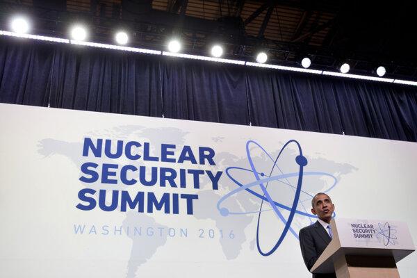Barack Obama počas summitu o jadrovej bezpečnosti vo Washingtone.